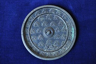『銅製楓紋散双雀鏡02』の画像