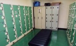 綺麗な体育館更衣室