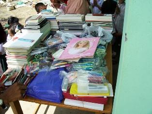 『ミャンマーへ市民から寄付された文具を贈る事業02』の画像