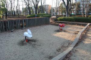 『富士見中央近隣公園(遊具・うさぎ、バイク)』の画像