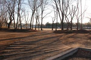 『富士見近隣公園(外観・砂場よりグラウンドを望む)』の画像