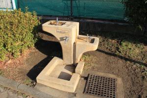 『脚折近隣公園(グラウンド水飲み場)』の画像