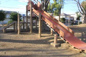 『脚折近隣公園(遊具・滑り台)』の画像
