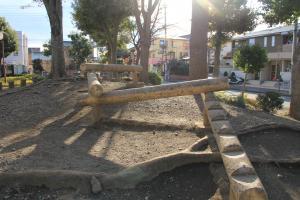 『脚折近隣公園(遊具・平均台)』の画像