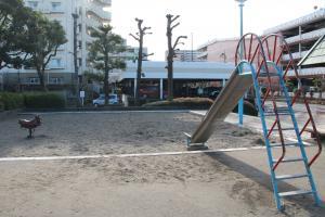 『富士見南児童公園(遊具・滑り台、砂場)』の画像