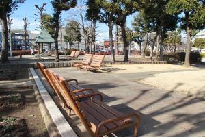 『富士見南児童公園(外観・ベンチ)』の画像