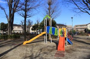 『八幡児童公園(遊具・滑り台)』の画像