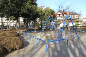 『八幡児童公園(遊具・ブランコ)』の画像