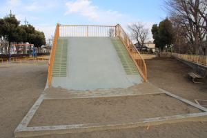 『境児童公園(滑り台)』の画像
