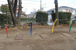 『どんぐり公園(鉄棒)』の画像