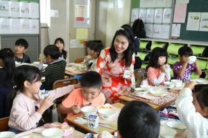 『学校給食の様子2』の画像
