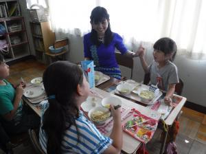 『給食の様子(2)』の画像