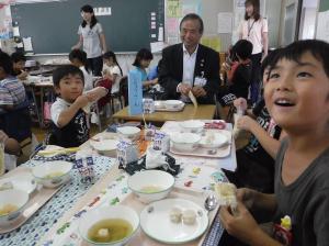 『給食の様子(市長)』の画像