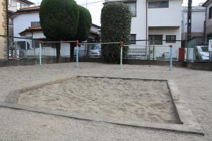 『羽折南公園(砂場と鉄棒)』の画像