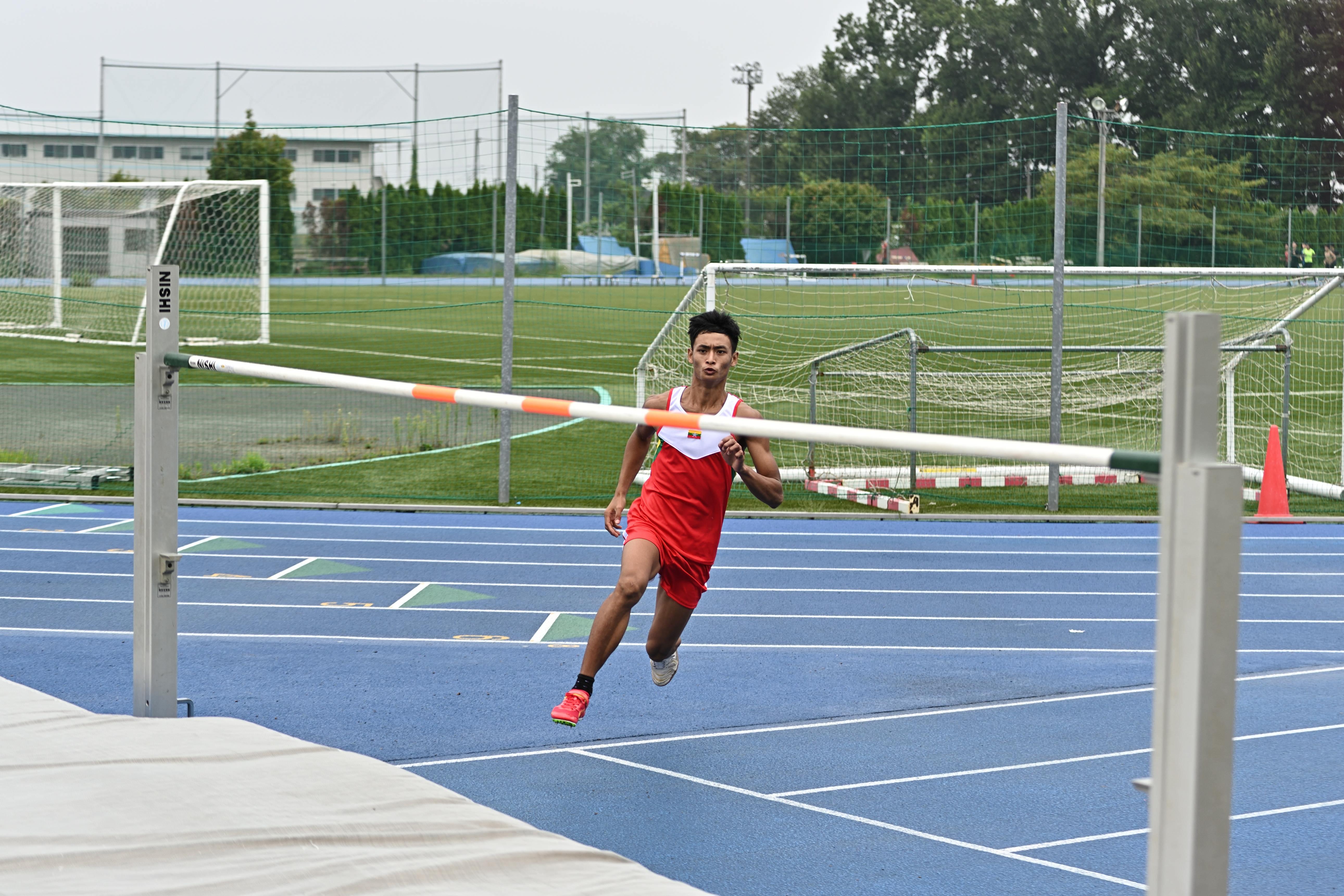 『走り高跳び』の画像