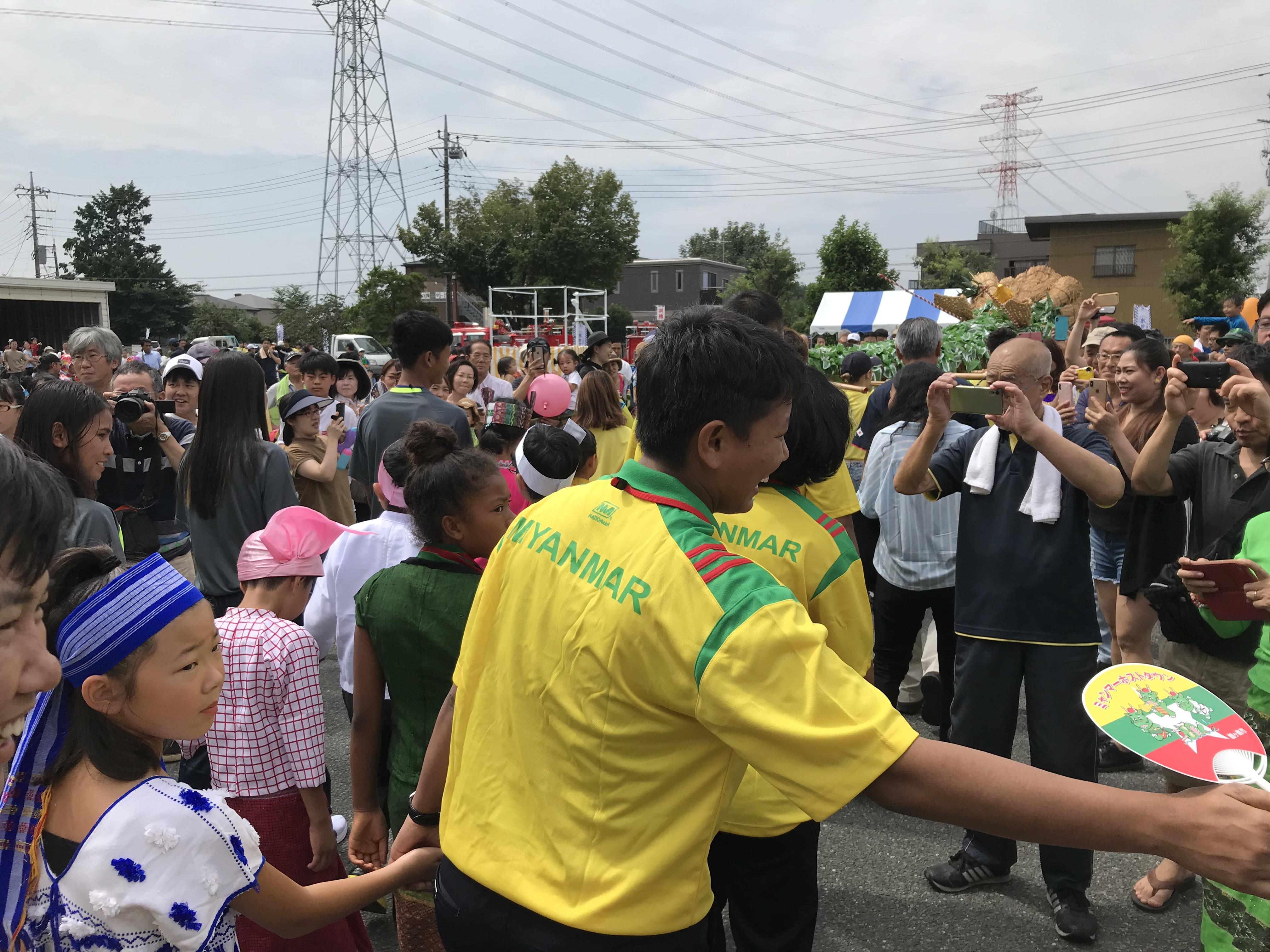 『パレード握手』の画像