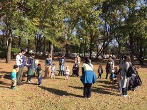 『中央近隣公園に集まった親子』の画像